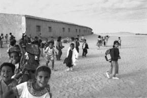 Miles de saharauis, muchos de ellos niños, viven en campamentos de refugiados en Tinduf (Argelia) / Smaracastellon
