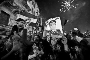Los egipcios celebraron el golpe de estado contra Mohamed Mursi, enarbolando fotografías del jefe del Ejército, Abdul Fatah Al-Sisi / AFP