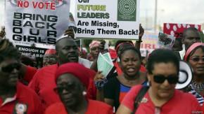 Manifestantes piden al gobierno mayor acción para hallar a las jóvenes /Reuters