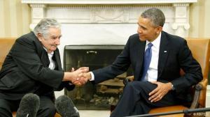 Mujica y Obama se dan la mano en la Casa Blanca
