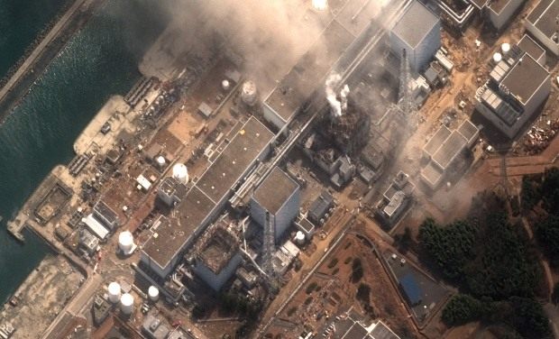 El incendio de una de las centrales por los daños del Tsunami