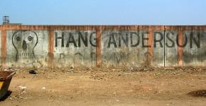 Pintada de protesta contra el presidente de Union Carbide frente a la planta química abandonada en Bhopal / Flickr: jbhangoo