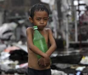 La pobreza infantil es uno de los mayores problemas en Filipinas / EFE