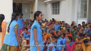 """Trabajadoras de una fábrica textil en Bangalore (India) se manifiestan contra sus condiciones laborales / Captura del documental """"Las costuras de la piel"""""""