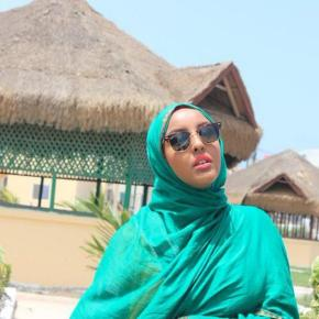 La instagramer somalí @Ugaasadda cuenta con miles de seguidores por sus fotos luciendo su hiyab / Instagram