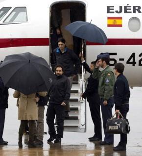 Los reporteros José Manuel López, Ángel Sastre y Antonio Pampliega a su llegada a Madrid