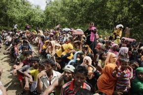 Refugiado rohingyas esperan en un campo de refugiados en Bangladesh / Abir Abdullah (EFE)